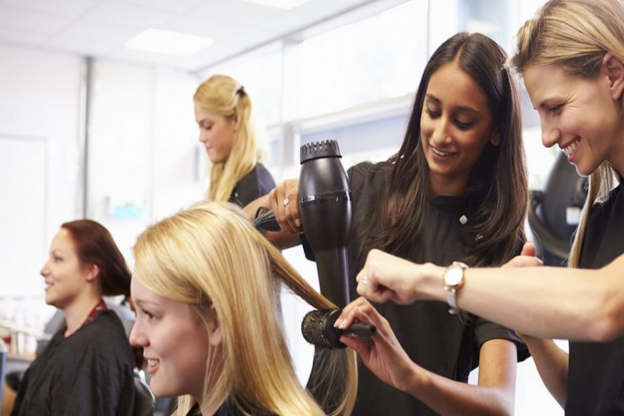 SHB40216 - Certificate IV in Hairdressing